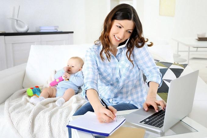 Versicherungstechnisch unterscheiden sich die einzelnen Telearbeiter – je nachdem, ob sie angestellt oder selbstständig sind. Der Angestellte ist wie üblich über den Arbeitgeber und hier über die Berufsgenossenschaft gesetzlich unfallversichert. (#05)