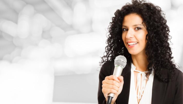 Moderatorin in einer Film- oder Videoproduktion zu sein, ist nicht nur spannend. Es ist eine Möglichkeit für schnelles Geld. Als Frau wie auch  als Mann kann man hier sein Talent einbringen und bei ein wenig Begabung tatsächlich gutes Honorar einstreichen. (#2)