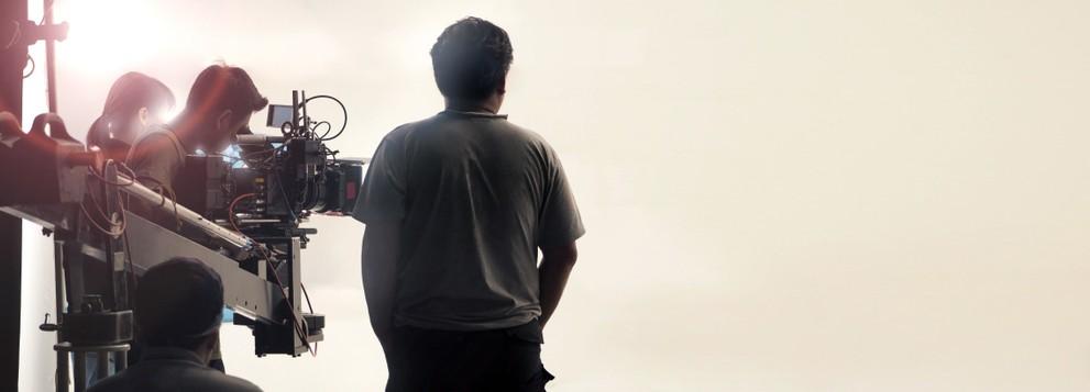 Spaß im Umgang mit Menschen und der Arbeit auf Bühne und am Set sind eine gute Grundlage für eine Tätigkeit in der Film-/Video-Branche. Die Verdienstmöglichkeiten sind generell gut. Schnelles Geld ist in diesem Fall auch Gutes geld, denn am Ende des Tages hat man mit seiner Tätigkeit und seinen Skills etwas Bleibendes erschaffen. (#5)