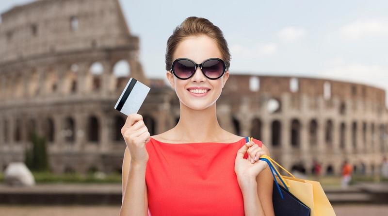 Wenn Sie sich in Italien aufhalten, haben Sie mit der Bezahlung keinerlei Probleme. Sie nutzen wie gewohnt Bargeld, die Kreditkarte oder Sie bezahlen kontaktlos mit dem Smartphone. Die Abrechnung erfolgt dann ganz automatisch auf Ihrem Girokonto