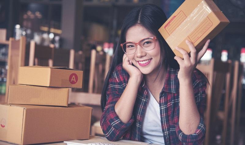 Wer ein Händlerkonto im Marketplace eröffnen möchte, kann also entweder den Versand durch Amazon über die Kommissionierung erledigen lassen oder die Waren in Eigenregie an die Kunden verschicken.