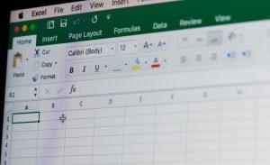 Für die Buchhaltung ist Excel trotz vieler Vorlagen für Rechnungen und andere Formulare nicht zugelassen. Grund hierfür ist die nicht darstellbare Unveränderbarkeit von Buchungen. (#1)