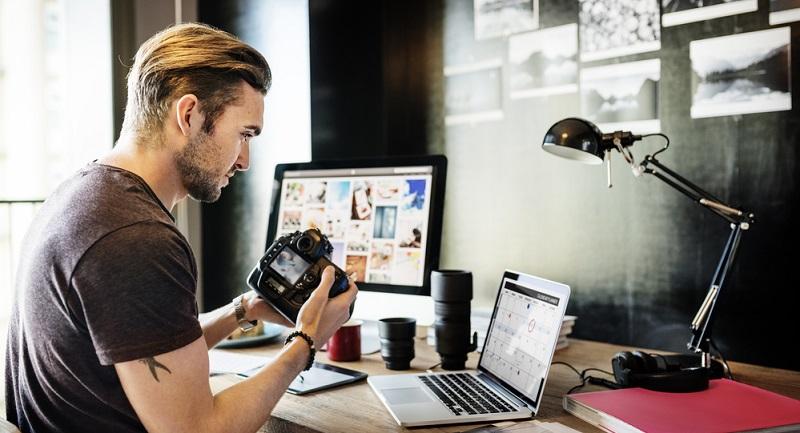 Fotografieren: Bilderverkauf über Online Bilddatenbanken.