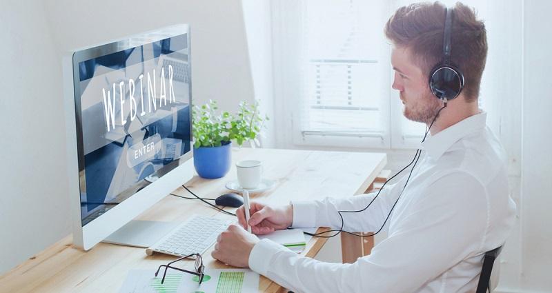 Auch Webinare und Online-Kurse sind eine Möglichkeit zur Selbständigkeit im Netz.