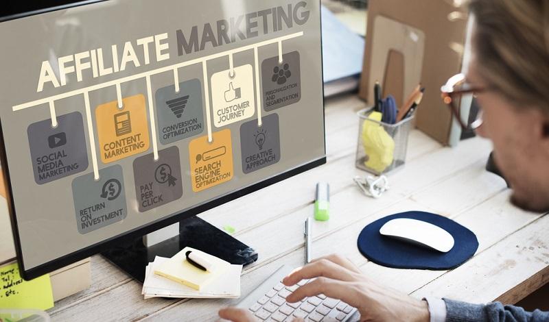 Mit einem eigenen Blog und Affiliate Marketing kann man im Internet Geld verdienen.