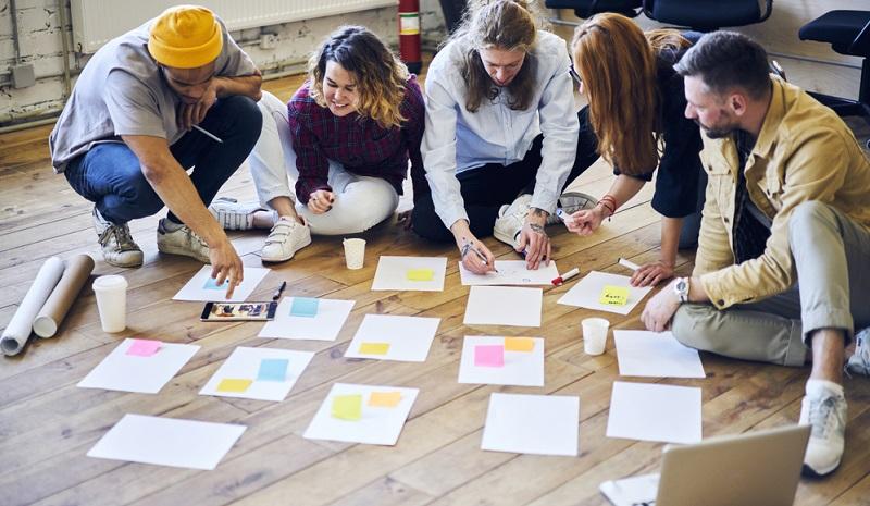 Innerhalb der verschiedenen Projektsysteme spielt das Management eine entscheidende Rolle und wird zur Grundlage für einen funktionierenden Meilensteinplan. ( Foto: Shutterstock- GaudiLab)