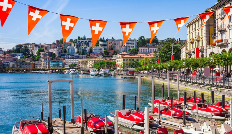 Eine Arbeit in der Schweiz zu finden, ist für viele Deutsche ein reizvoller Gedanke.  (Foto: Shutterstock- Oleg_P)