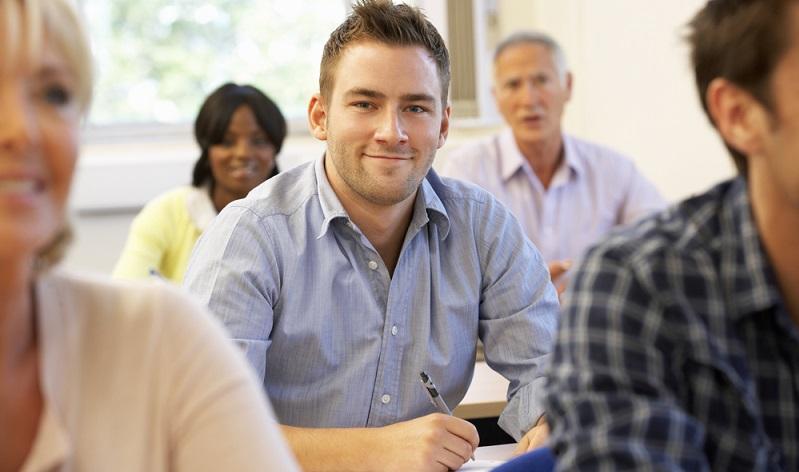 Einen Kredit für eine Weiterbildung ist sicher gut angelegt ( Foto: Shutterstock- Monkey Business Images)