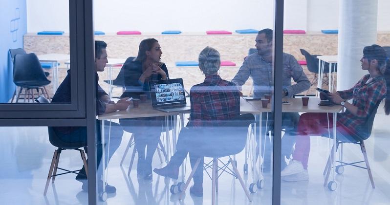 Eine Firma zu gründen ist eine Entscheidung die meist nicht nur den Gründer betreffen ( Foto: Shutterstock- dotshock  )