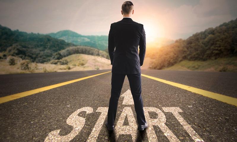 Mit der richtigen Vorbereitung fängt alles an. Dazu gehört nicht nur, eine einmalige Idee für die Firmengründung zu haben, sondern auch, sich rechtlich und finanziell abzusichern. (Foto: Shutterstock-_Onchira Wongsiri )